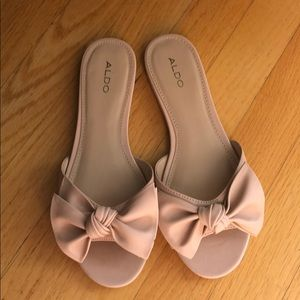 New! Cute blush bow sandals